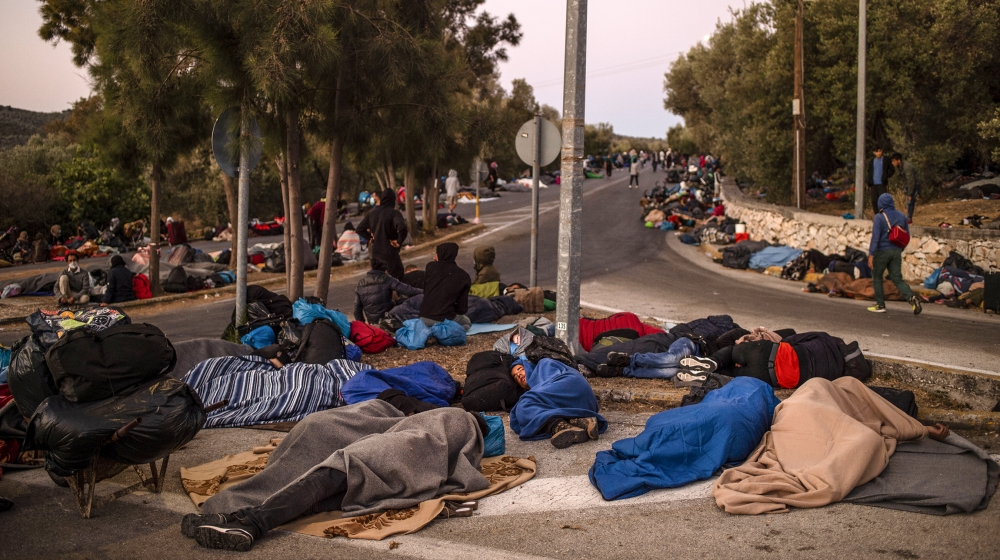 Thousands of refugees sleep rough, without food, after Moria fire