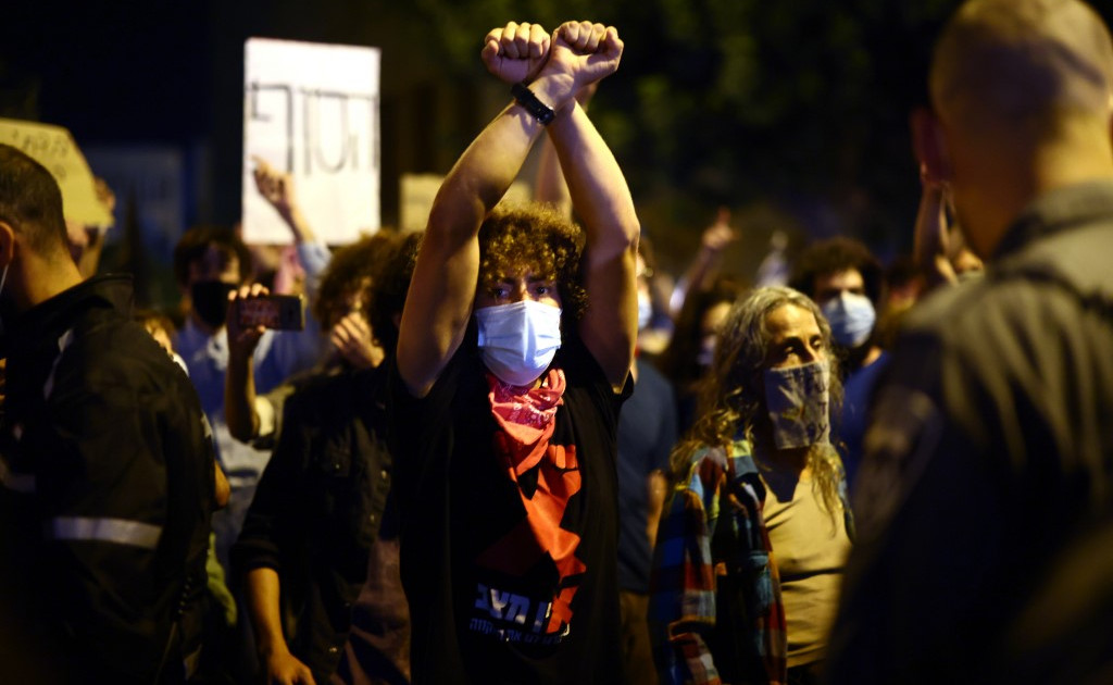 Israelis protest against Netanyahu despite coronavirus lockdown