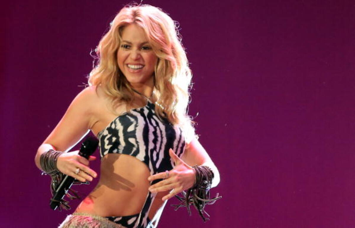 Shakira Looks Gorgeous In Bathing Suit She Made Herself – Check Out The Sultry Beach Pic!