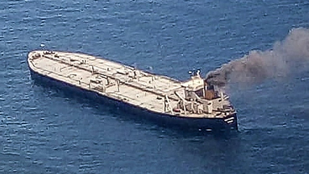 Kilometre-long slick left by burning oil tanker off Sri Lanka