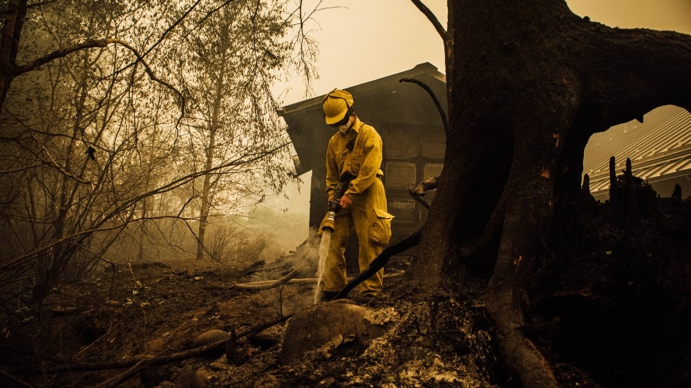 Better weather aids US fire crews battle deadly blazes