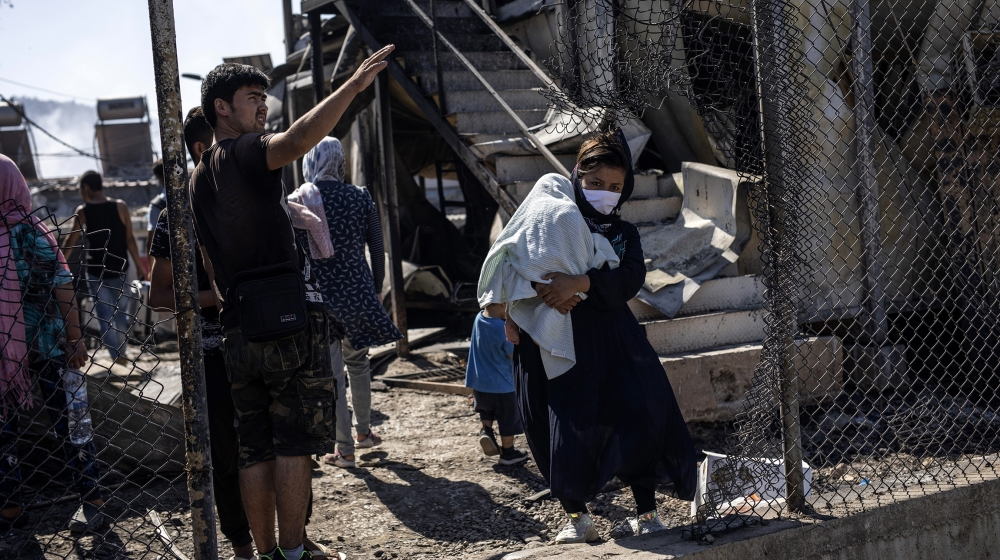 Thousands of refugees homeless after fire destroys Moria camp