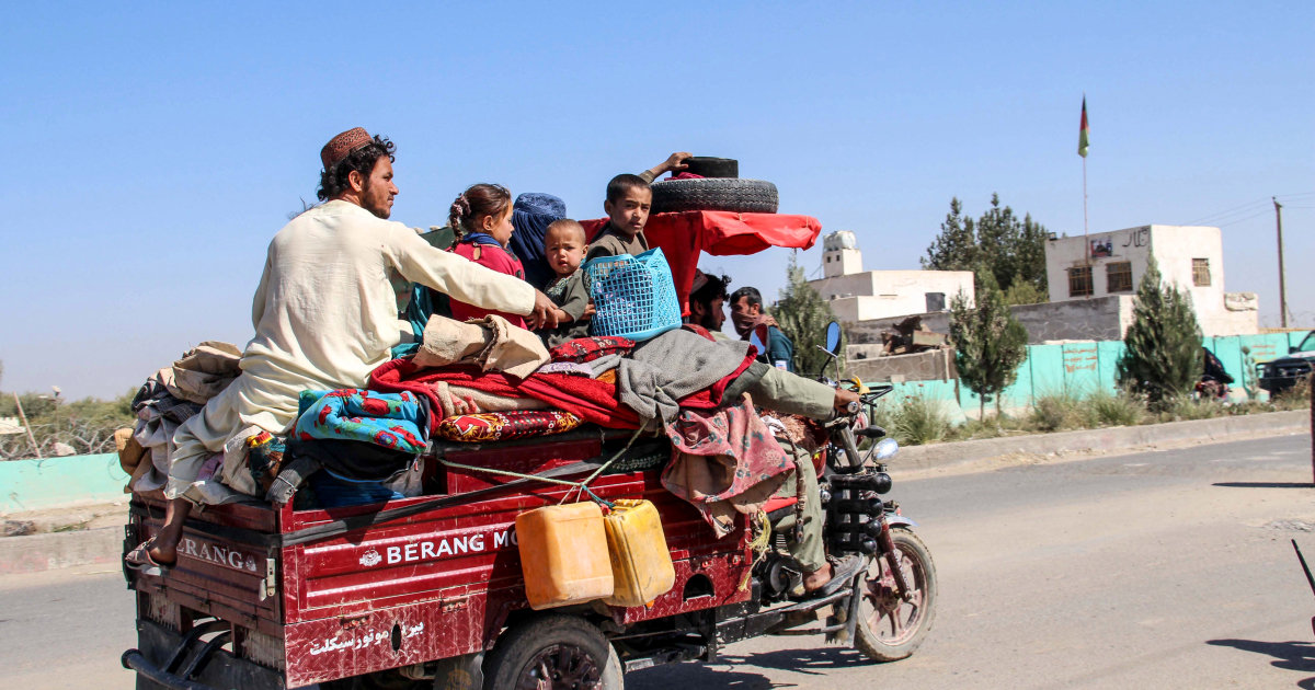 Thousands flee amid fighting between Taliban and Afghan forces