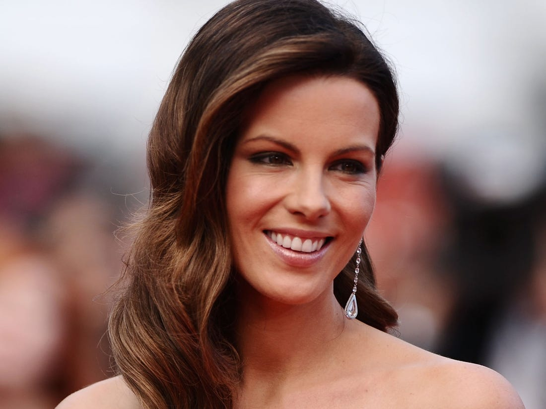 Kate Beckinsale Recommends 'Life Changing' Book To A Fan Dealing With Loss