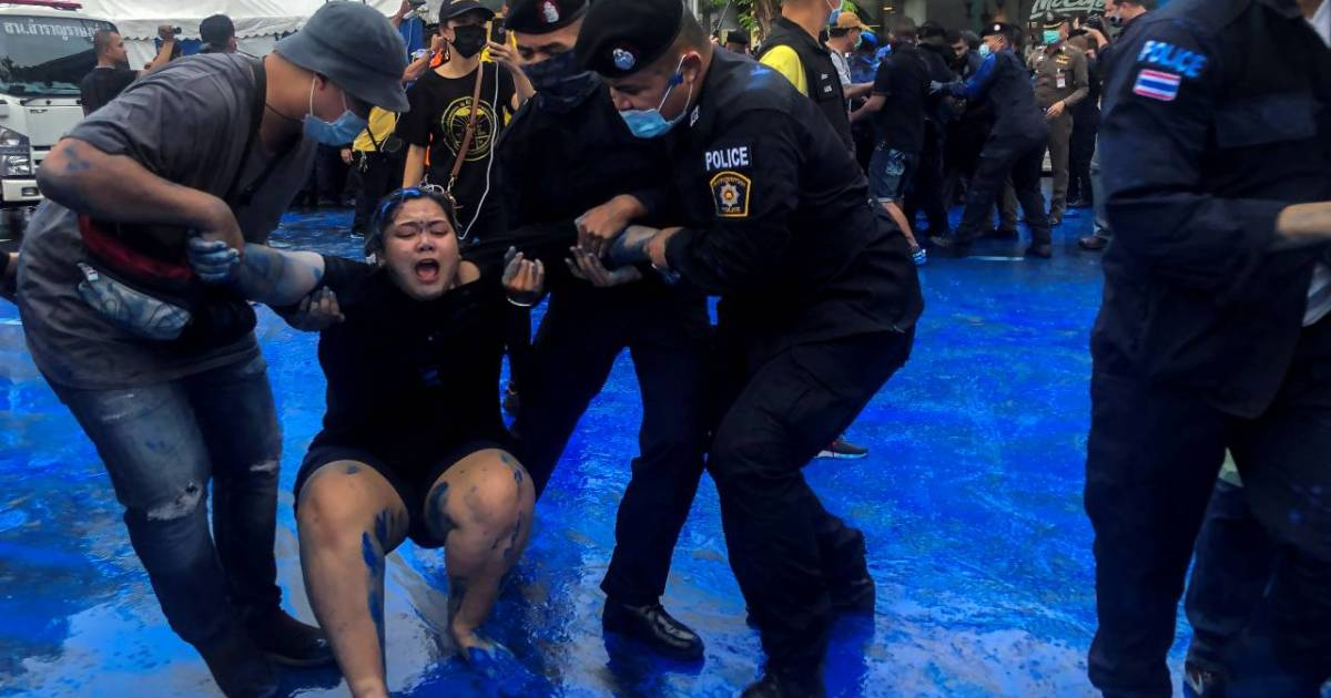 Thai protesters clash with police, shout at king's motorcade