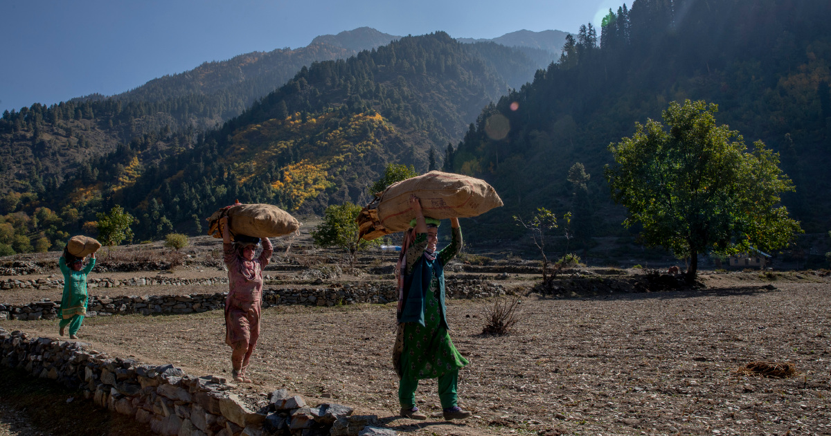 India enacts new laws in Kashmir allowing outsiders to buy land